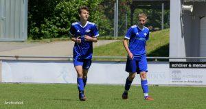 A-Junioren Paul Bingel und Kapitän Finn Scheuing